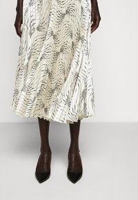 Victoria Victoria Beckham - OFF SHOULDER BACKLESS DRESS - Vestito elegante - dunes - 6