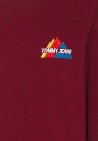 Tommy Jeans - MOUNTAIN GRAPHIC CREW - Sweatshirt - wine red heather - 2
