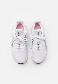Nike Performance - AIR MAX BELLA TR 3 - Treningssko - white/bright crimson/football grey - 3