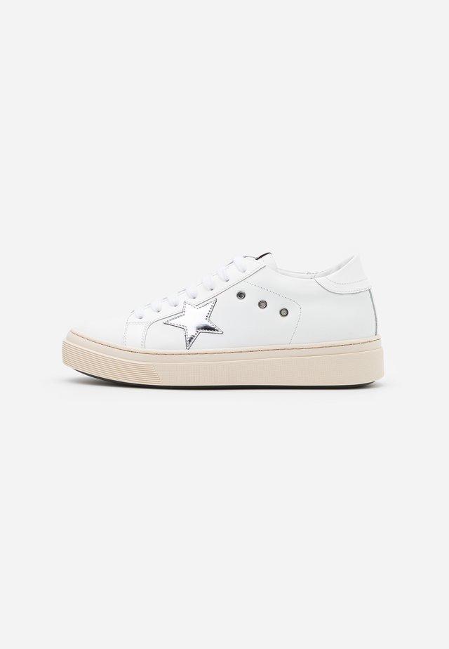 ANDREA - Sneakersy niskie - bianca