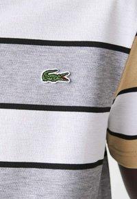Lacoste - Polo shirt - heidekraut grau / weiß / beige / schwarz - 4