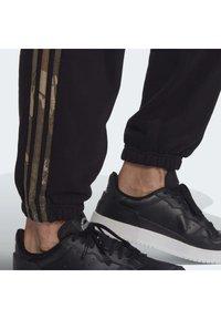 adidas Originals - CAMO JOGGERS - Tracksuit bottoms - black - 6