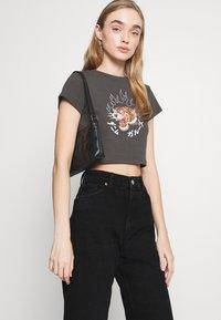 Monki - AGATHA CULOTTES - Shorts di jeans - black dark - 3