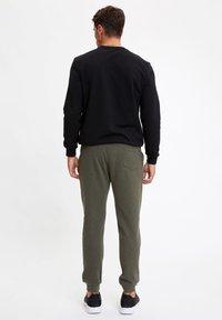 DeFacto - Spodnie treningowe - khaki - 2