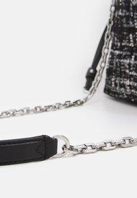 KARL LAGERFELD - SOHO SMALL - Across body bag - black - 4