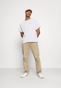BDG Urban Outfitters - LOGO EMBROIDERED TEE UNISEX - T-paita - offwhite - 1
