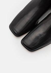 Tory Burch - SQUARE TOE BOOT - Vysoká obuv - perfect black - 5