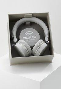 Fresh 'n Rebel - CAPS WIRELESS HEADPHONES - Headphones - cloud - 3