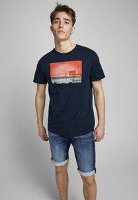 Jack & Jones - REX - Jeans Shorts - blue denim - 3