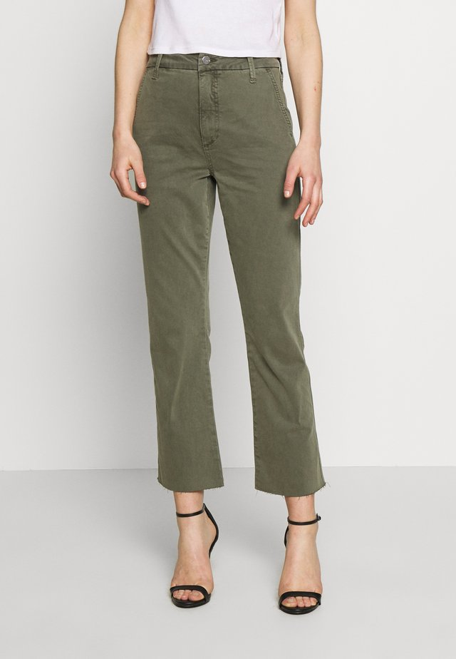 THE SLIM KICK TROUSER - Bootcut-farkut - deep celadon