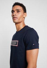 Tommy Hilfiger - CORP FRAME TEE - Print T-shirt - blue - 4
