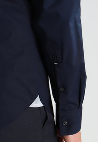 Michael Kors - PARMA SLIM FIT - Formal shirt - midnight blue - 4