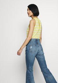 Ética - NINA - Flared Jeans - destroyed denim - 3