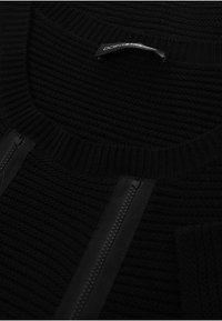 DORIS STREICH - MIT RUNDHALSAUSSCHNITT - Jumper - black - 4
