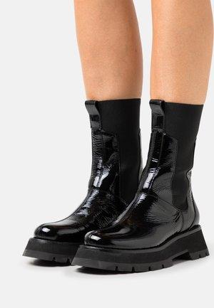 KATE LUG SOLE COMBAT BOOT - Bottes à plateau - black