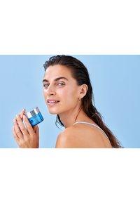 Nivea - HYDRA SKIN EFFECT WAKE-UP GEL DAY CARE - Face cream - - - 4