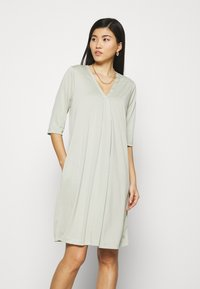 Cream - MODALA DRESS - Sukienka z dżerseju - desert sage - 0
