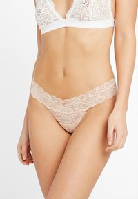 Gilly Hicks - CORE THONG 3 PACK - Tanga - white/nude/black - 3