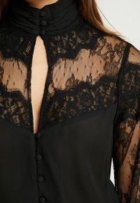 Fashion Union Petite - OLEUM FASHION UNION INSERT BLOUSE - Button-down blouse - black - 5