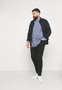 Polo Ralph Lauren Big & Tall - LONG SLEEVE SPORT SHIRT - Shirt - navy/white - 1