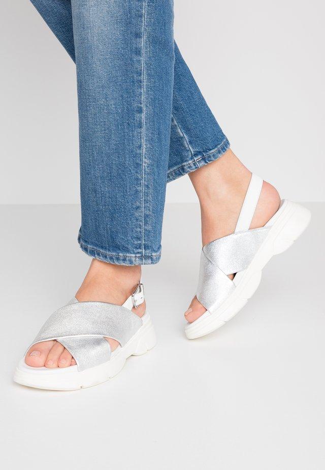 Korkeakorkoiset sandaalit - silver/weiß