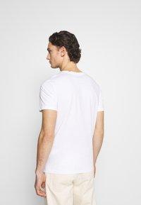 Jack & Jones - JORFASTER TEE CREW NECK - T-shirt imprimé - white - 2