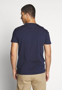 Tommy Jeans - CHEST STRIPE LOGO - T-shirts print - twilight navy - 2
