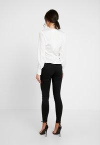 Missguided - VICE HIGHWAISTED SLASH KNEE  - Jeans Skinny Fit - black - 2