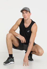 ASICS - SINGLET - Sports shirt - performance black - 1