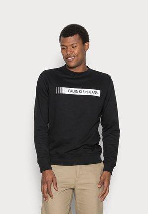 INSTITUTIONAL LOGO BOX CREW NECK - Sweatshirt - cblack