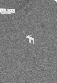 Abercrombie & Fitch - CREW 2 PACK - Camiseta estampada - grey - 3