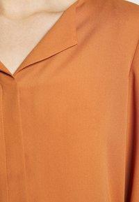 VILA PETITE - VILUCY SHIRT - Button-down blouse - adobe - 6