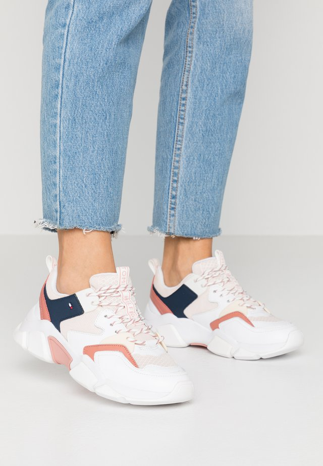 CHUNKY LIFESTYLE SNEAKER - Trainers - brick rose