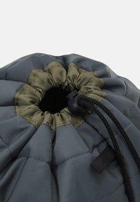TYPO - UTILITY CARRY ALL CASE UNISEX - Kosmetická taška - welsh slate/khaki - 3