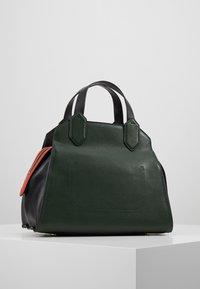 Emporio Armani - TOTE BAG - Håndtasker - khaki - 2