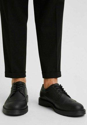 Lace-ups - black