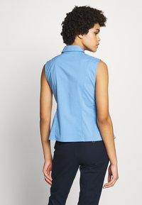Steffen Schraut - ECXLUSIVE BLOUSE SLEEVELESS - Button-down blouse - blue sky - 2