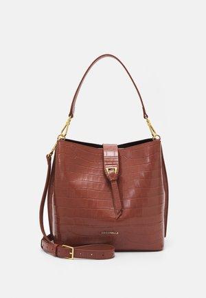 ALBA HOBO BAG - Handväska - cinnamon