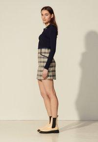 sandro - ANNETTE - Mini skirt - marine/taupe - 1