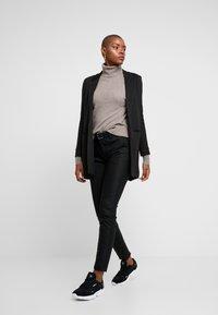 Mos Mosh - BLAKE NIGHT PANT SUSTAINABLE - Trousers - black - 2