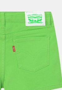 Levi's® - Shorts vaqueros - bright green - 2