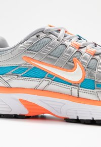 Nike Sportswear - P-6000 - Sneakers - metallic silver/white/hyper crimson/blue fury/black - 2