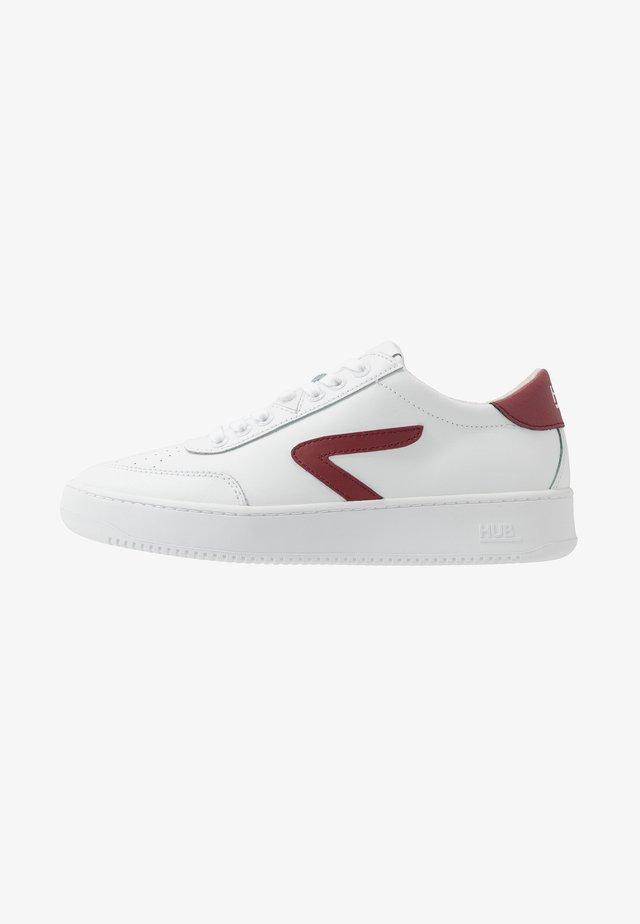 BASELINE - Matalavartiset tennarit - white/gravel/white