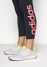 adidas Performance - ESSENTIALS TRAINING SPORTS LEGGINGS - Punčochy - dark blue/pink - 4