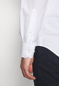 Tommy Hilfiger Tailored - DOBBY DESIGN CLASSIC - Formální košile - white - 7