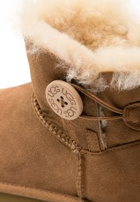 UGG - BAILEY - Botki - chestnut - 6