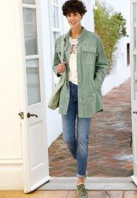 Dress In - Short coat - salbeigrün - 1