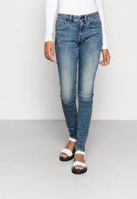 G-Star - MIDGE ZIP MID SKINNY - Jeans Skinny Fit - lt vintage aged destroy - 0