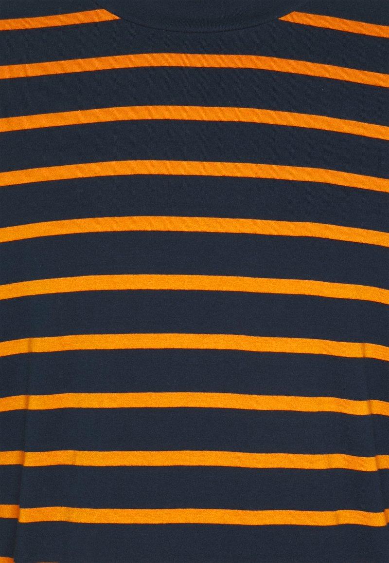 Redefined Rebel RROLIVIER TEE - Langarmshirt - golden oak/mehrfarbig gy1ql8
