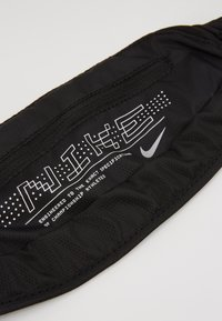 Nike Performance - LARGE CAPACITY GRAPHIC WAISTPACK 2.0 UNISEX - Bum bag - black/silver - 2